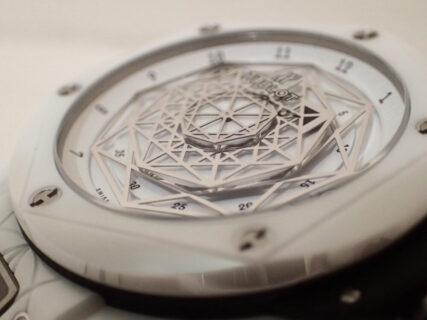 ウブロの2019年新作限定モデル「ウニコ サンブルー セラミックホワイト」のご紹介