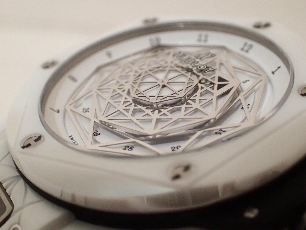ウブロの2019年新作限定モデル「ウニコ サンブルー セラミックホワイト」のご紹介-HUBLOT -PA130076