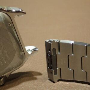 大切な方の腕のサイズわかりますか?サントスならご自身でサイズ調整できるので安心-Cartier -PC102490-300x300