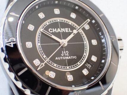 ダイヤモンドの輝きが引き立つのはシャネルJ12のブラック?ホワイト?