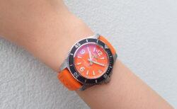 目を引く大胆カラーがかっこいい?女性の夏の時計にスーパーオーシャンがおススメ