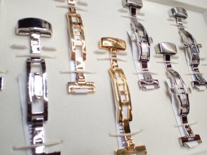 尾錠?それともディーバックル?時計のレザーベルトにはどちらが良いのか