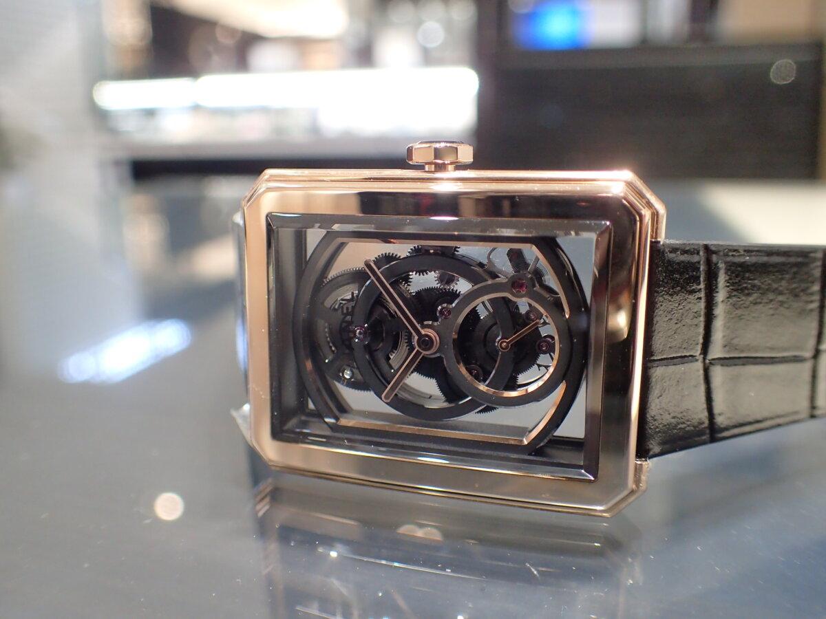 表も裏も透け透け?自社製ムーブメントキャリバー3を18kベージュゴールドのケースに搭載したシャネルの「ボーイフレンド スケルトン」H6594-CHANEL -P3045810
