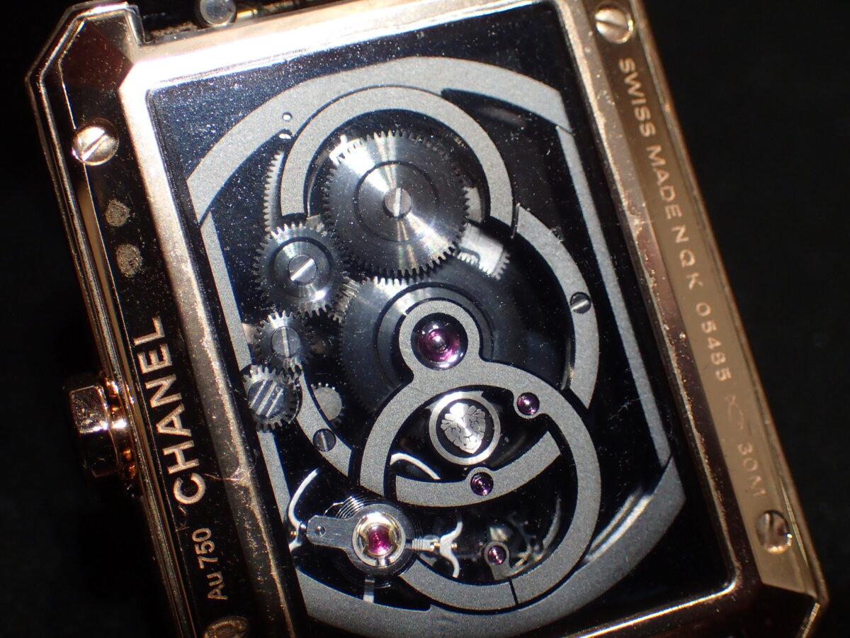 表も裏も透け透け?自社製ムーブメントキャリバー3を18kベージュゴールドのケースに搭載したシャネルの「ボーイフレンド スケルトン」H6594-CHANEL -P3045828