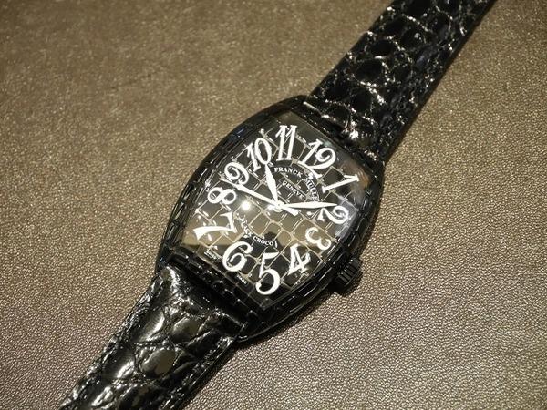 夏に似合うブラックケースの時計。フランクミュラー
