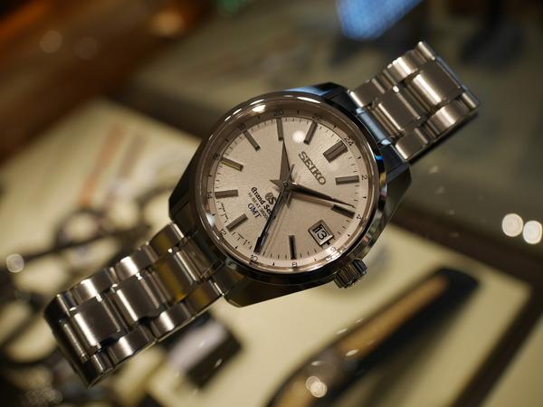 実用時計の最高峰として相応しい、新キャリバー【9S86】を搭載した「メカニカルハイビート36000 GMT」。