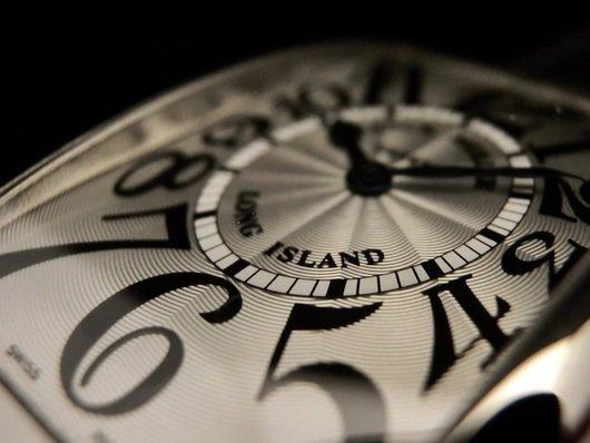 フランク・ミュラー アール・デコがお手本の色気のある時計「ロングアイランド」
