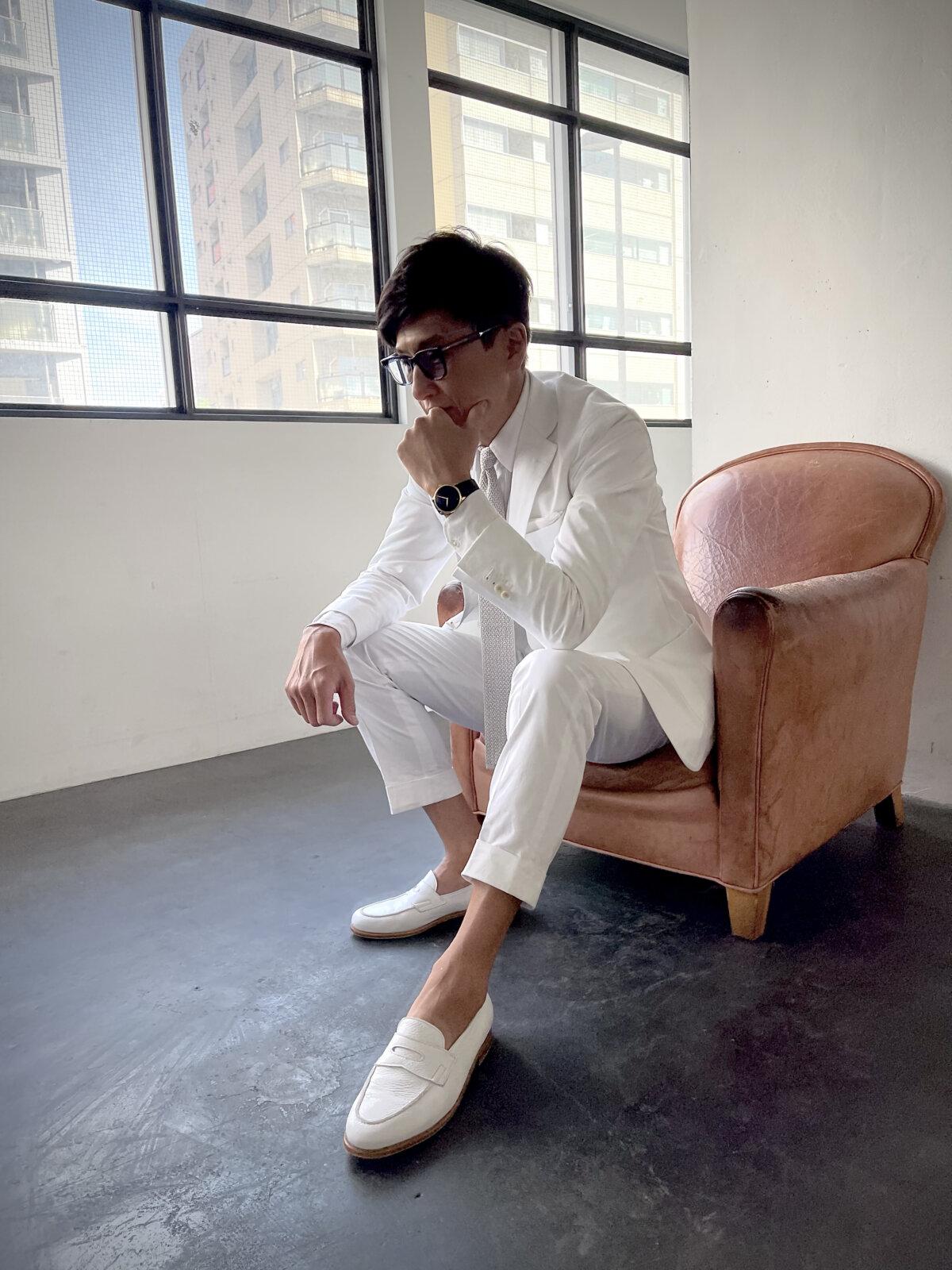 白スーツでさらに引き立つH.モーザー - 戸賀 敬城 |04oomiya